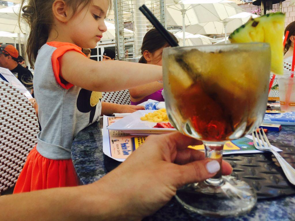 Cómo ven los Niños el Alcohol en Casa