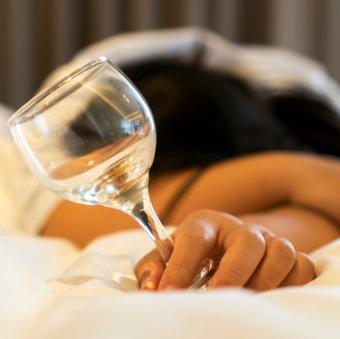 beber alcohol y dormir