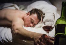 porque cuando bebo alcohol no puedo dormir