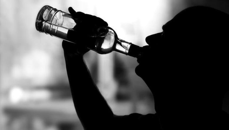 que se considera alcoholismo