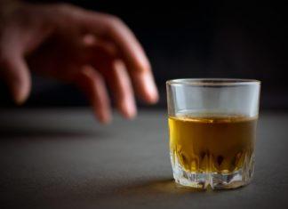 evitar beber alcohol