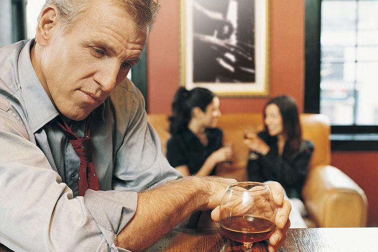 ayudar a alguien con alcoholismo
