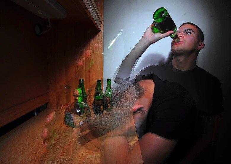 Qué hacer si mi amigo bebe alcohol